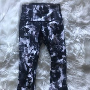 Lululemon leggings black/white design cropped